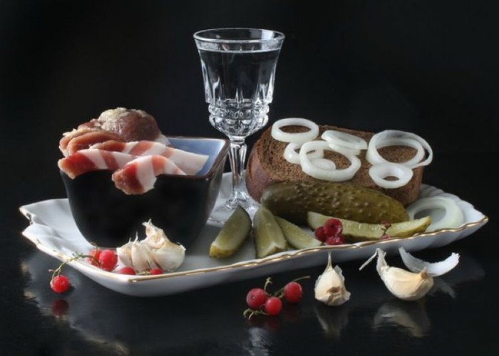 вкусные фото водка и закуска -01