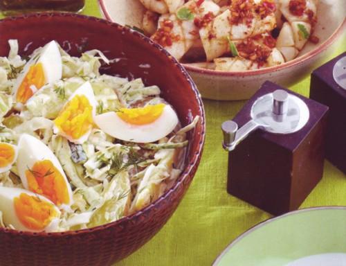 салат весенний с курицей и укропной заправкой