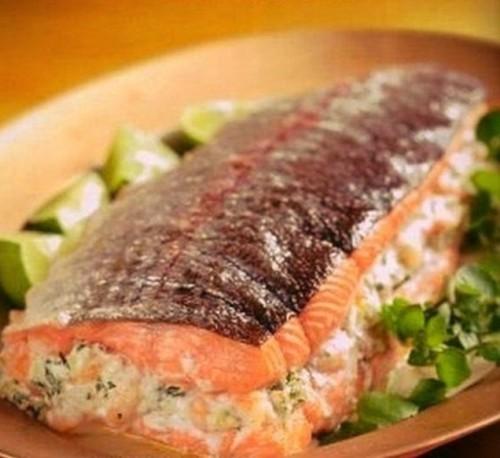 лосось фаршированный сыром