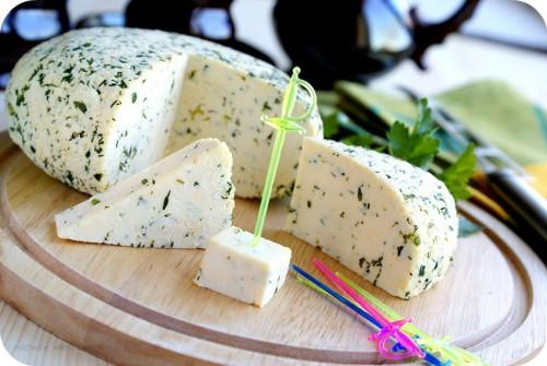 домашний сыр с зеленью и тмином - 01