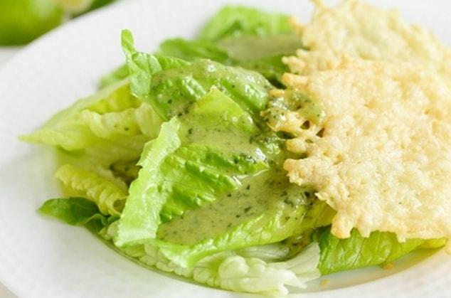 салат с лутуком и чипсами из пармезана - 01