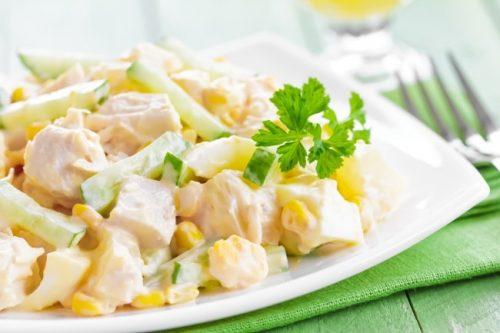Салат из ананаса, сыра и курицы