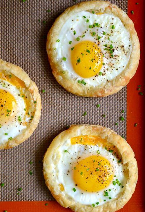 вкусный завтрак запеченные яйца на лепешке - 02