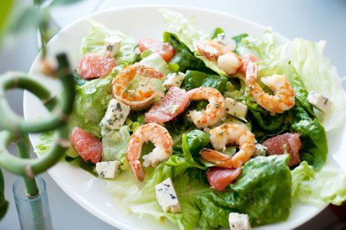 салат из морепродуктов Айсберг