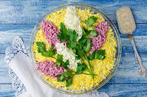 салат с курицей и грибами Ветка сирени