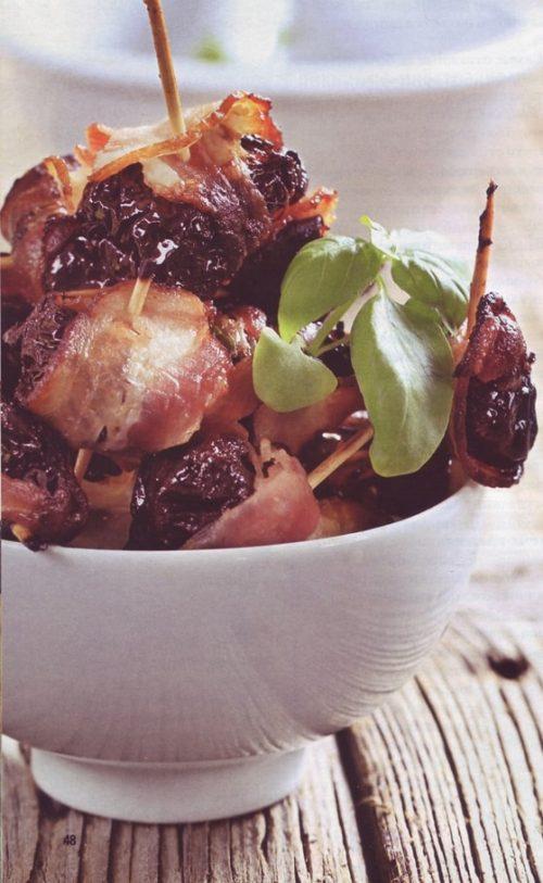 шашлычки на шпажках из чернослива